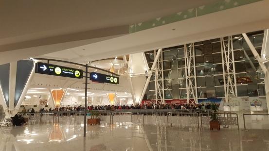 cola de inmigración en el fantástico aeropuerto, es precioso eso sí